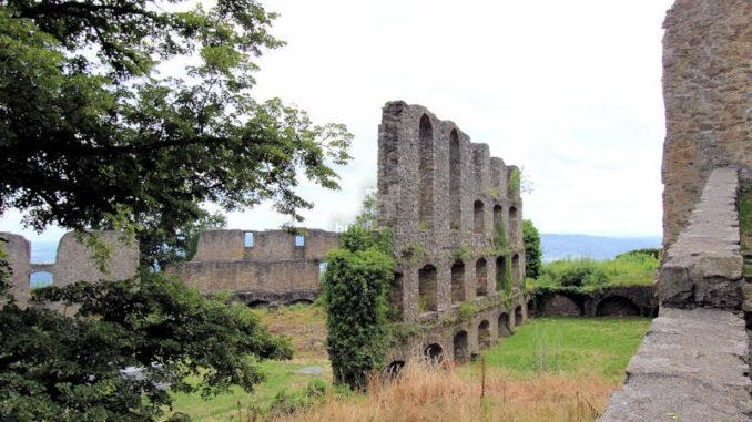 Festung-Hohentwiel_3899_Mauerfragmente