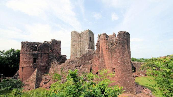 Goodrich-Castle_0670_Aussenansicht-3
