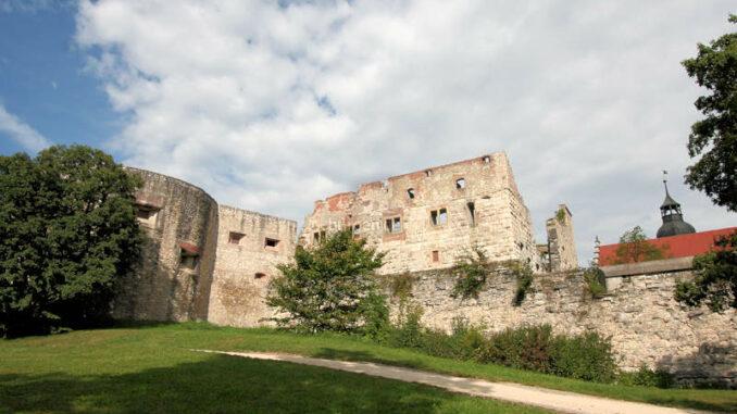 Hellenstein_2060_Turm-mit-Palas