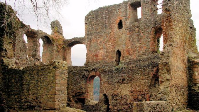 Kastelburg_0029_Mauerfragmente