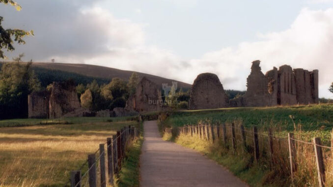 Kildrummy-Castle_003