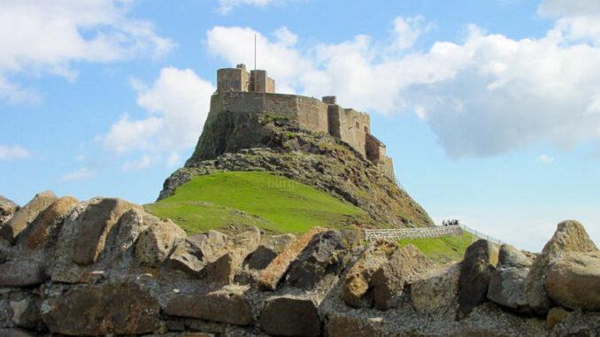 Lindisfarne_0005_Castle-frontal
