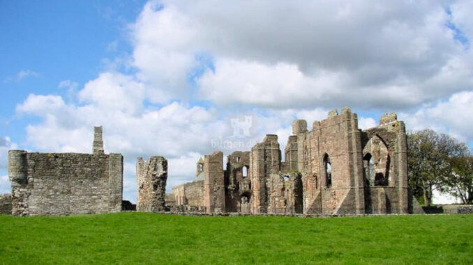 Lindisfarne_0036_Abbey-2