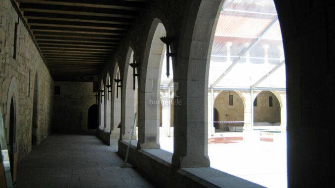 Paco-dos-Duques-de-Braganca-Guimaraes_7762_Bogengang