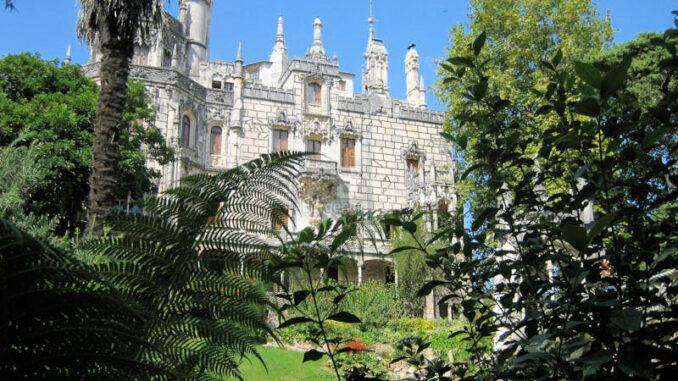 Palacio-e-Quinta-da-Regaleira_8237_Ansicht-im-Garten