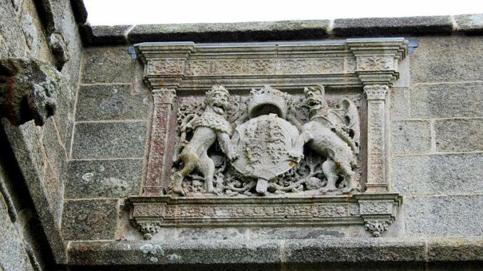 Pendennis_1036_Mauerdetail-Wappen