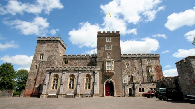 Powderham-Castle_1229_Vordereingang