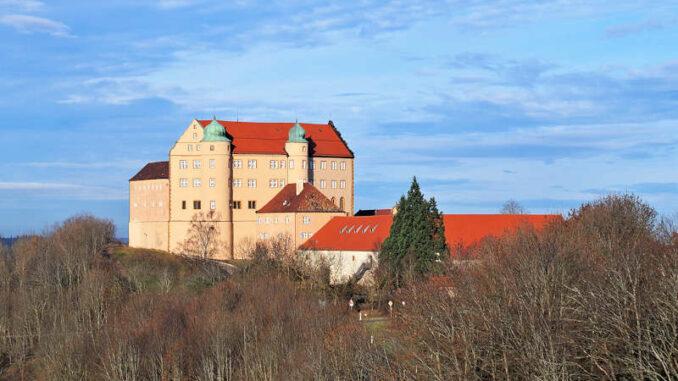 Schloss Kapfenburg im Winter, Blick von Süden
