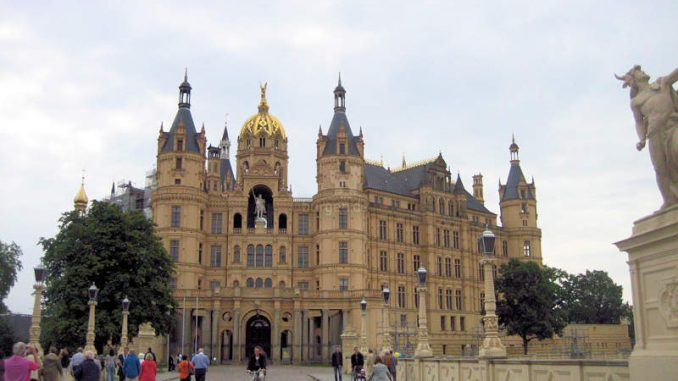 Schloss-Schwerin_4687_Haupteingang