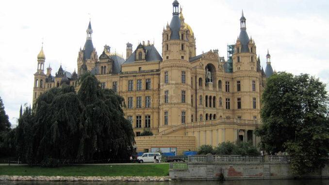 Schloss-Schwerin_7957_Seitenansicht