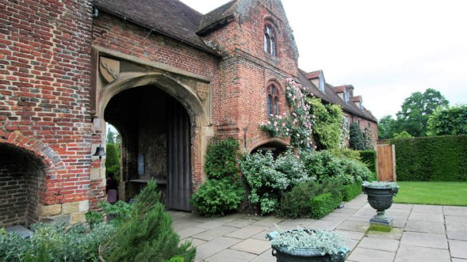 Sissinghurst-Castle_0305_Eingangstor