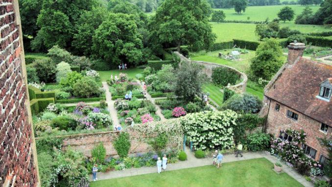 Sissinghurst-Castle_0311_Garten-von-oben-2