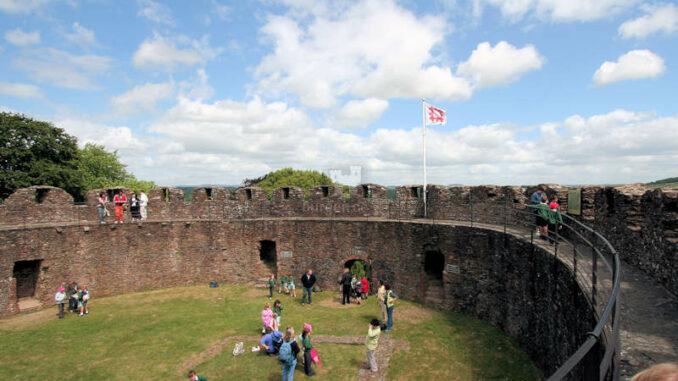 Totnes-Castle_1195_Innenhof