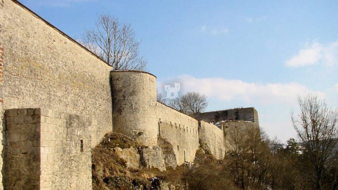 Willibaldsburg_0042_Schildwall