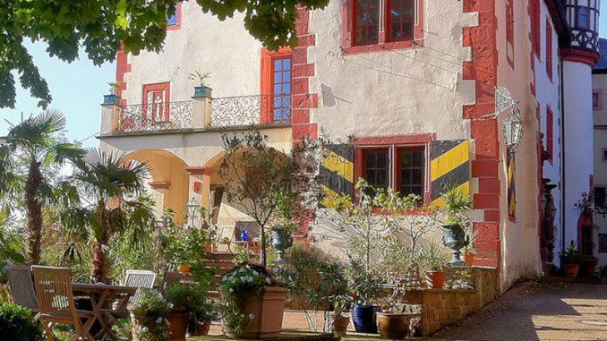 Gamburg_1538350210-Burgterrasse-Café-K-M-kl-43