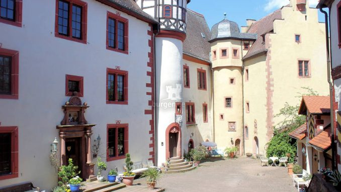 Gamburg_1538350215-Innenhof-43