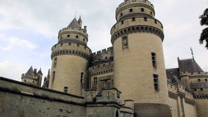 Chateau-Pierrefonds_2563_Torhaus