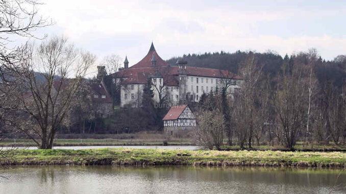 Schloss-Derneburg_Gesamtansicht_0003