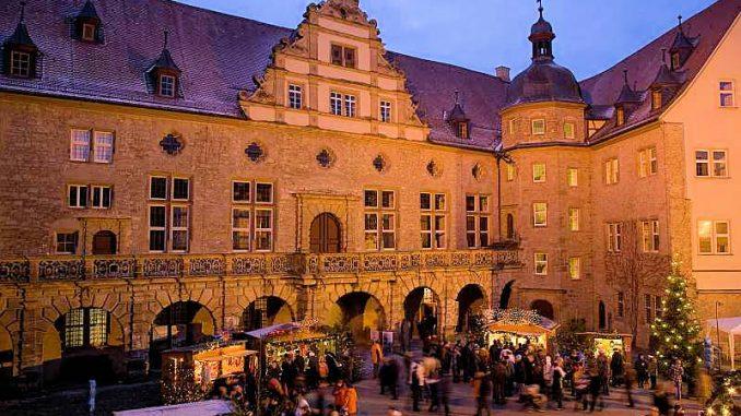 Schlosshof Weikersheim - Weihnachtsmarkt 2018 (c) SSG BW