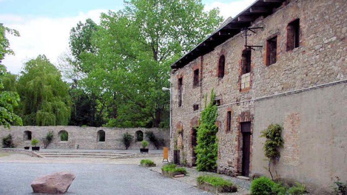 Burg-Egeln_Innenhof_0068