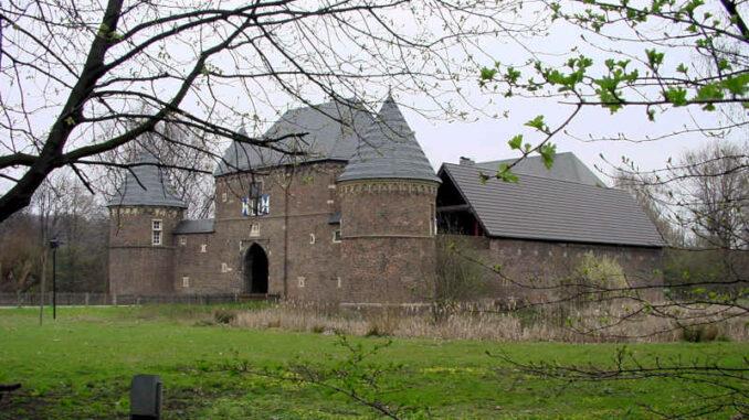 Burg-Vondern_Torhaus_0005