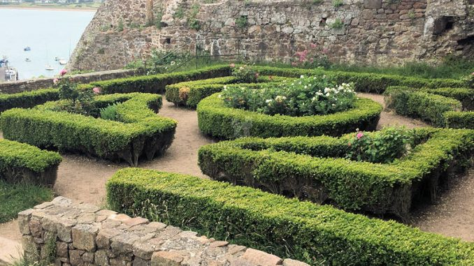 Mont-Orgueil-Castle_0336_Garten