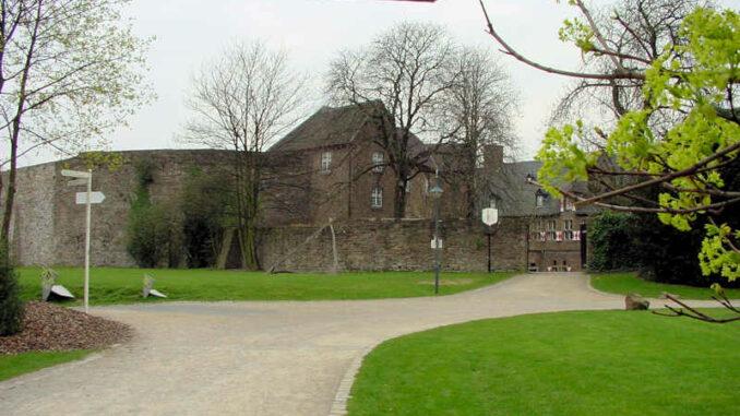 Schloss-Broich_Aussenansicht_0021