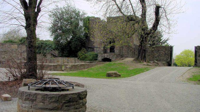 Schloss-Broich_Brunnen_0032