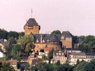 Schloss Burg, Frontalansicht