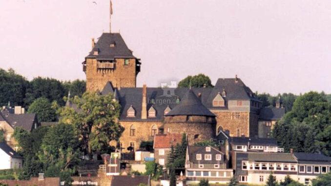 Schloss-Burg_frontal