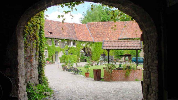 Westerburg_Blick-durchs-Tor_0050