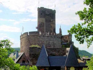 Ehrenburg (Rheinland-Pfalz) - Bergfried und Schildwall