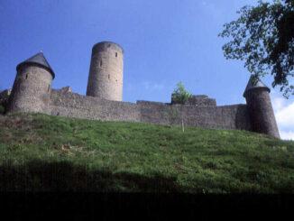 Nürburg (Rheinland-Pfalz) - Schildwall von unten gesehen
