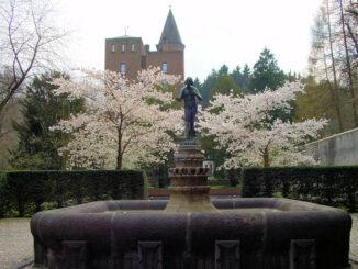 Schloss Landsberg, Garten mit Brunnen