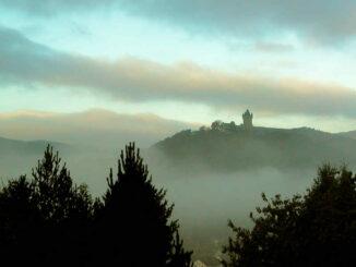 Burg Nassau (Rheinland-Pfalz) - Burg im Morgennebel