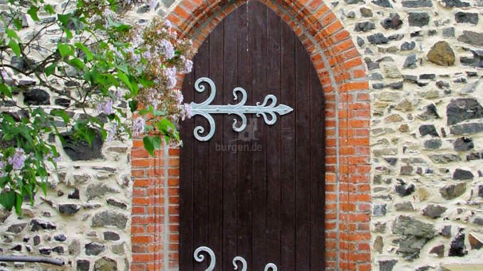 Schloss-Flechtingen_kleines-Portal_0103