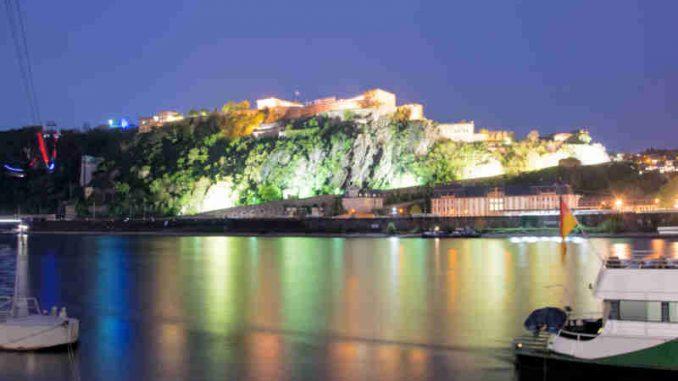 von unten angestrahlte Festung Ehrenbreitstein, Koblenz