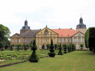Hundisburg (Sachsen-Anhalt) - Fassade zum Park hin