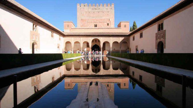 Alhambra_Wasserspiegelung_9691