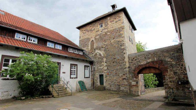 Burg-Neuhaus_Bergfried-innen_4013