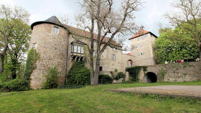 Burg-Neuhaus_Seitenansicht_4006
