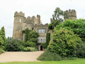 Malahide Castle, Irland - Blick aus dem Park