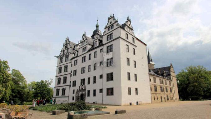 Schloss Wolfsburg, Vorderseite
