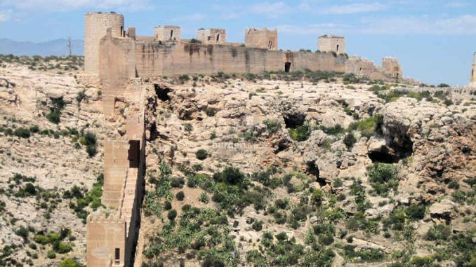 Alcazaba-de-Almeria_Seitenansicht_7615