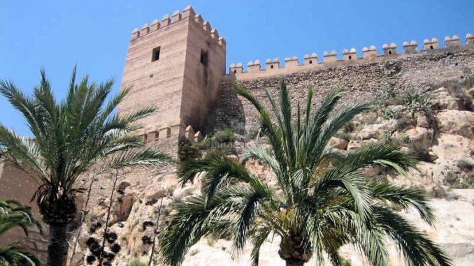 Alcazaba-de-Almeria_Wall+Turm_7575