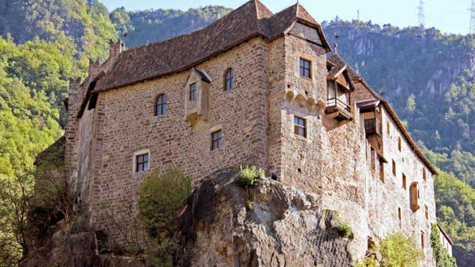 Burg-Runkelstein_Blick-vom-Tal_0203_Stiftung-Bozner-Schlösser