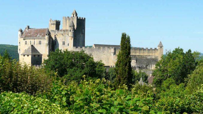 Chateau-de-Baynac_flickr-GabrielleLudlow_4749156307_2e6a1d1928_800