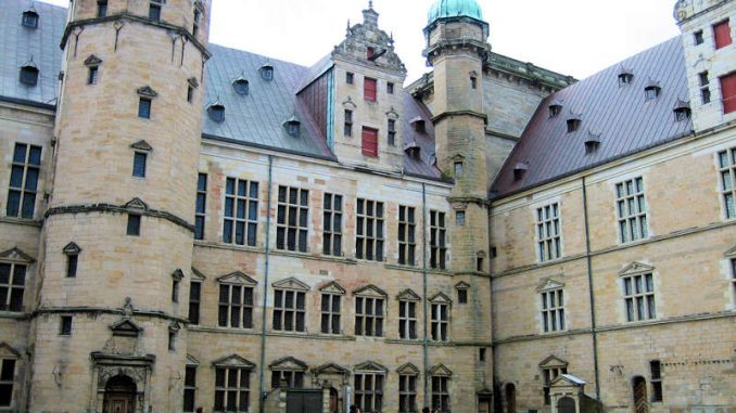 Schloss-Kronburg_Innenhof_7753