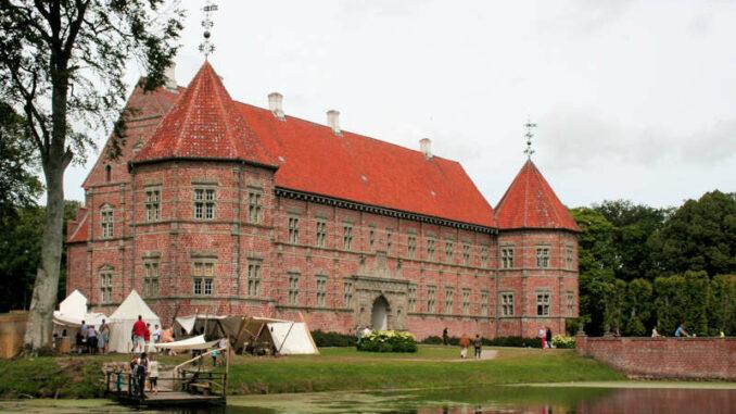 Schloss-Voergaard_Seitenansicht_7595