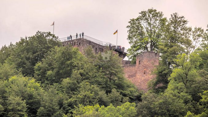 Burg-Montclair_Panorama_flickr-sebaso